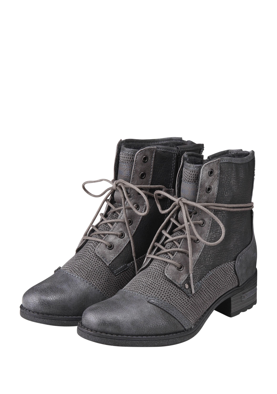 Variierend texturierte Stiefel in Lederoptik